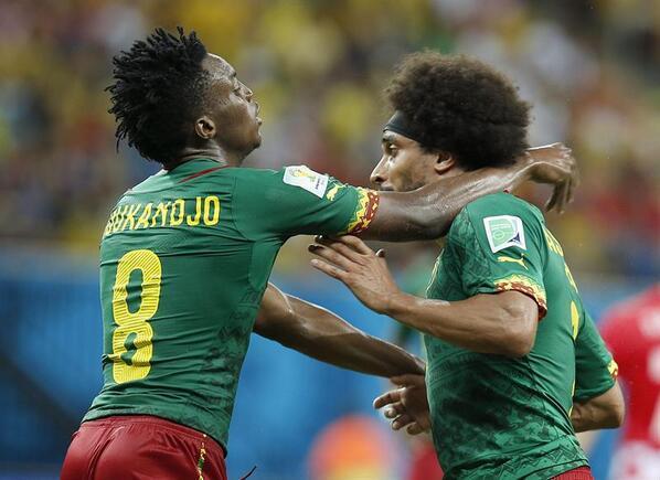 Moukandjo y Assou Ekotto se pelean en pleno juego