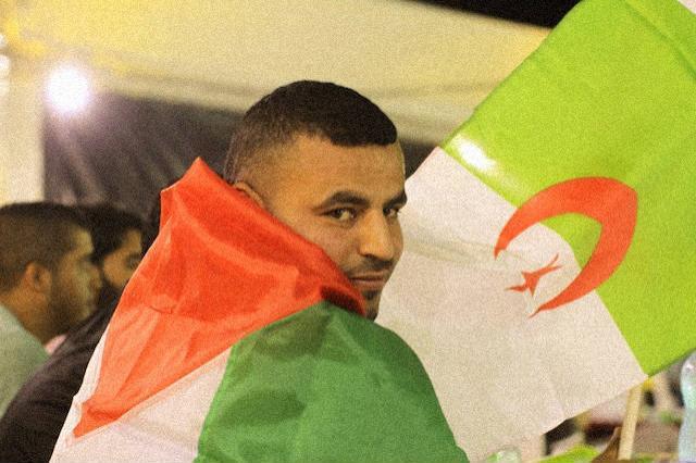 Aficionado argelino sufre la derrota de su selección