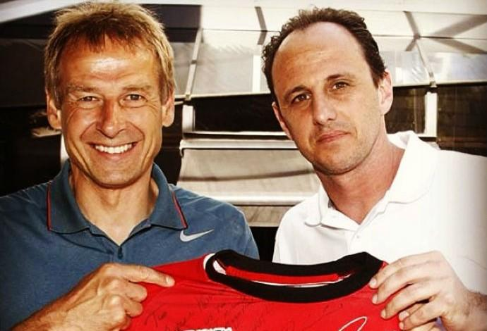 Rogério Ceni le obsequió una camiseta del Sao Paulo a Klinsmann