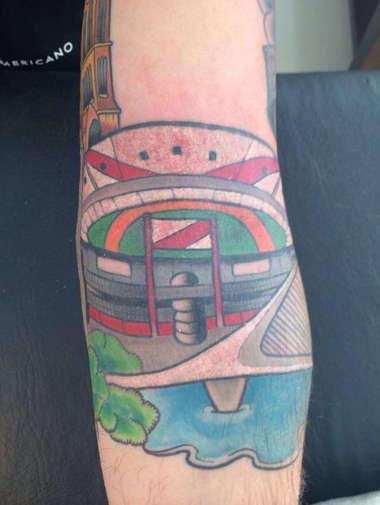 Cavenaghi se tatuó el Monumental en el brazo