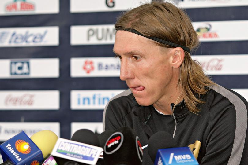 Leandro Augusto en conferencia de prensa