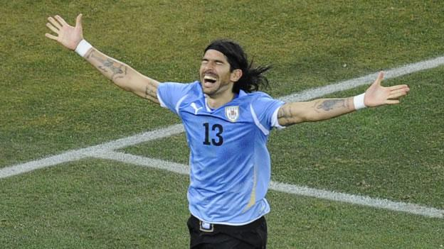 Sebastián festeja un gol con la selección de Uruguay.