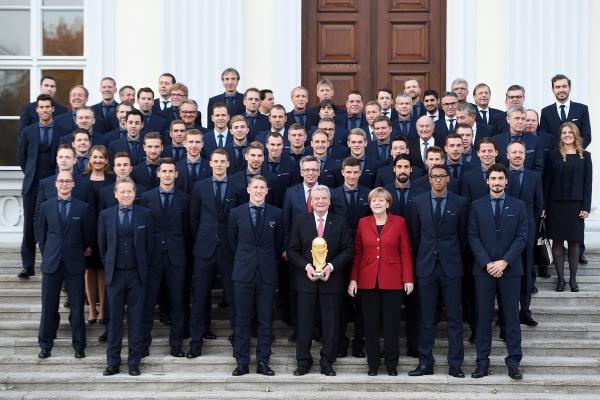 La Selección de Alemania se tomó la foto oficial con los máximos dirigentes del país alemán.