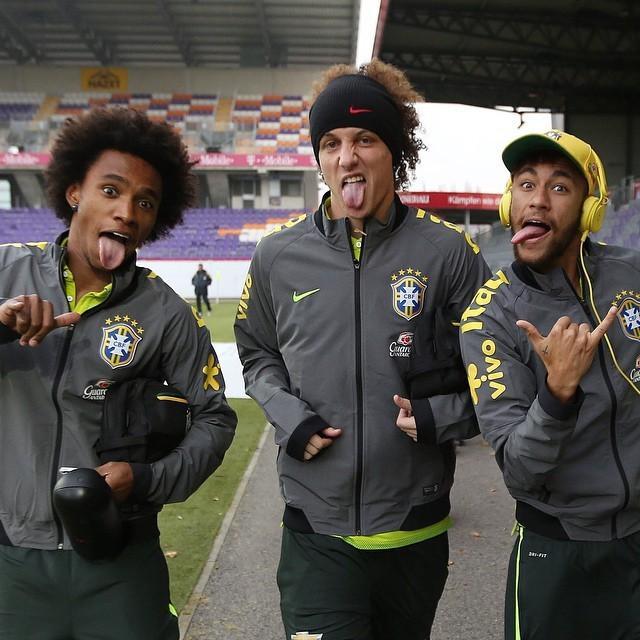 Risas y caras chistosas de Neymar junto a David Luiz y Willian en el entrenamiento de Brasil