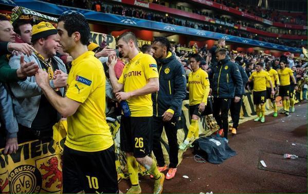 Los jugadores del Dortmund agradecieron a sus seguidores por seguir al equipo