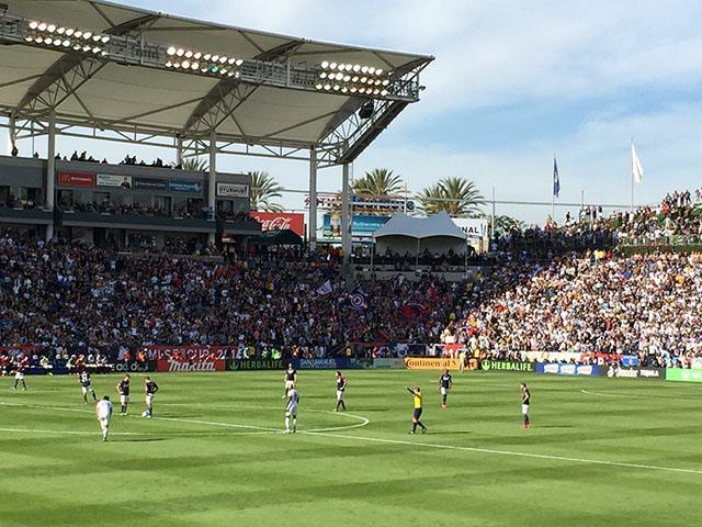 Comienza la MLS Cup entre el LA Galaxy y el New England Revolution en el Stub Hub Center