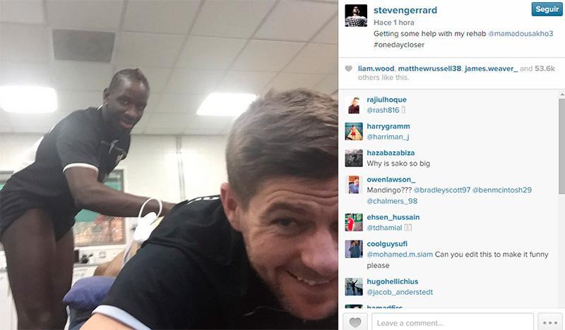Steven Gerrard publicó una peculiar foto en Instagram junto con Mamadou Sakho