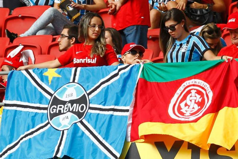 Hinchas de Inter y Gremio de Porto Alegre