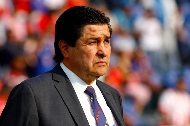 Luis Fernando Tena tendría las horas contadas en Cruz Azul.