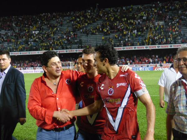Fidel Kuri con los hombres gol, Leobardo López y Furch