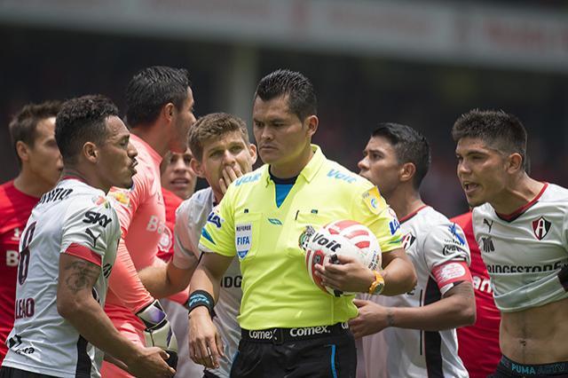En el Toluca vs Atlas, el colegiado se arrepintió de marcar el tiro desde los 11 pasos.