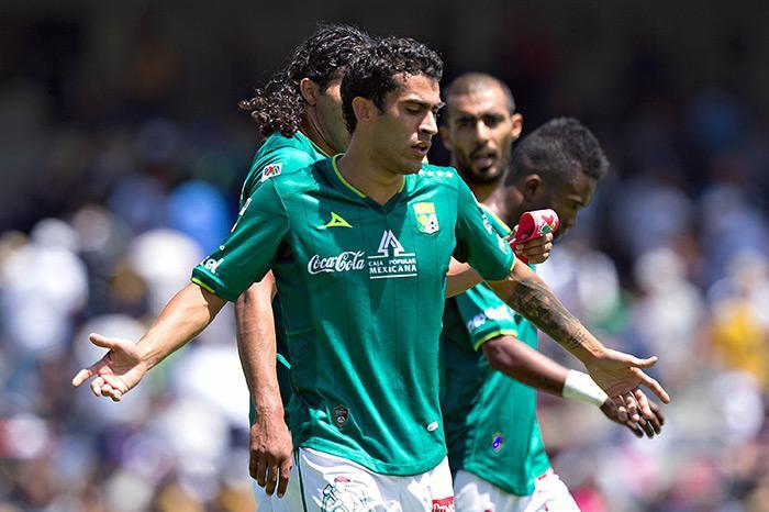 Nery Castillo jugó con Manchester City