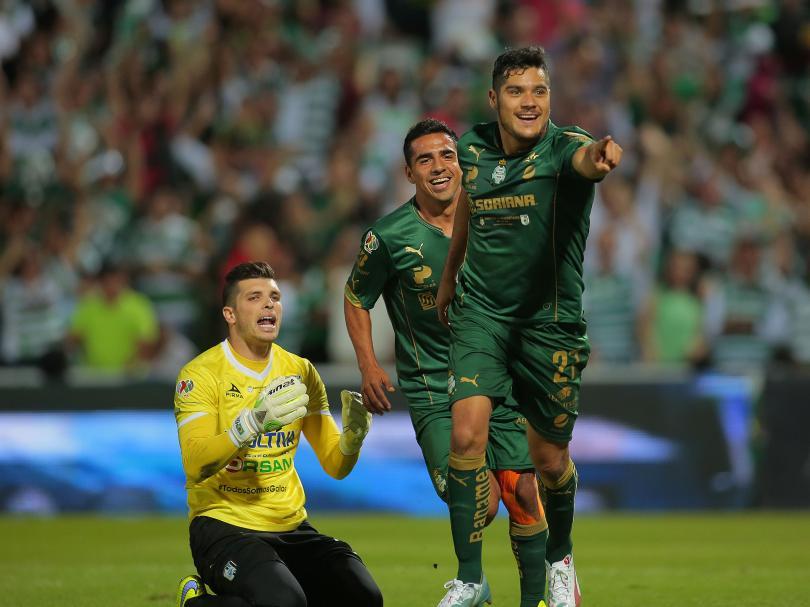 Javier Orozco celebra su tercera anotación frente a Querétaro en la final del Clausura 2015