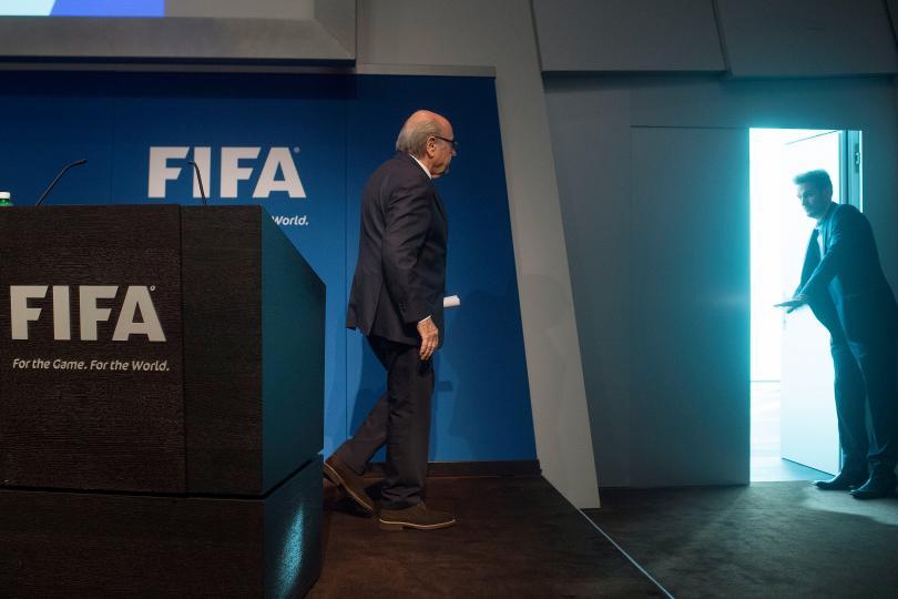 Blatter renuncia a la FIFA