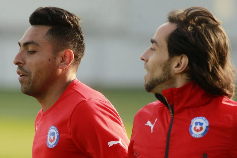 Jara y Valdivia durante el entrenamiento de Chile