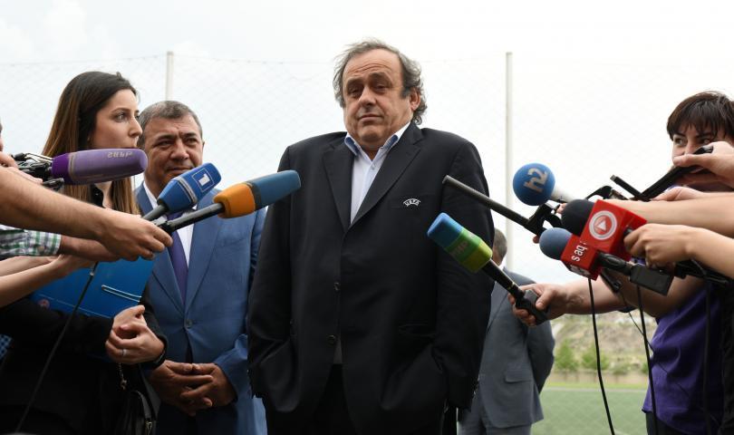 Director de adidas apoya a Platini para conducir la FIFA