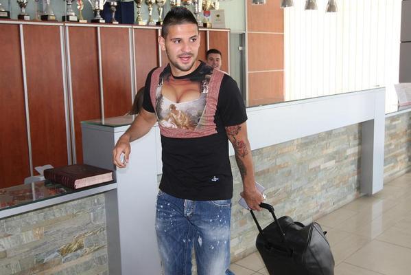 Así se presenta jugador con el Newcastle United