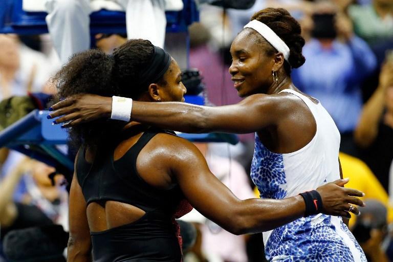 Serena y Venus se abrazan tras su partido