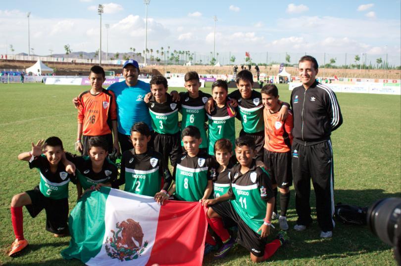 México celebrando el triunfo contra Francia