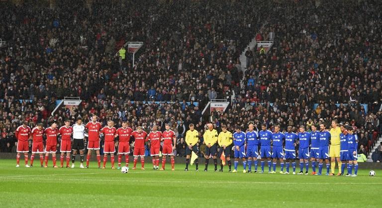 Se guardó un minuto de silencio previo al partido por las víctimas del atentado en París