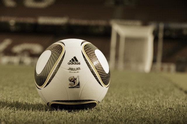 Los jugadores dieron la espalda al balón como forma de protesta