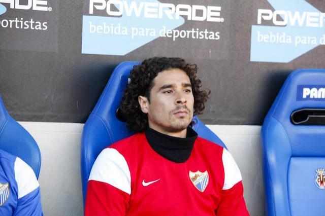 Guillermo Ochoa en la banca del Málaga