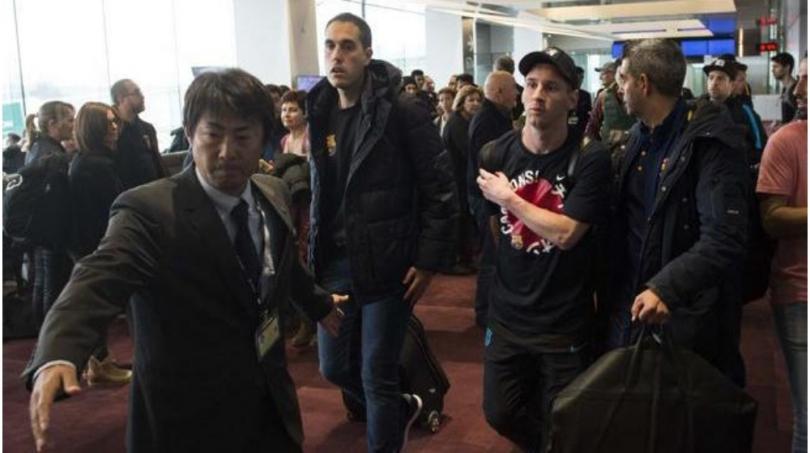 Hinchas de River Plate insultan a Lionel Messi en el aeropuerto