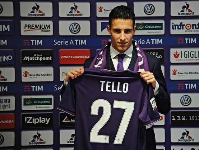 Cristian Tello en la presentación con la Fiorentina
