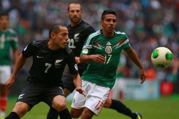 Alonso Escoboza en el partido contra Nueva Zelanda en el estadio Azteca