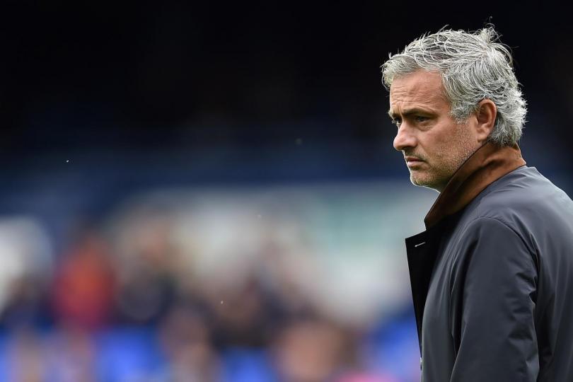 El Manchester United habría dado marcha atrás a la contratación de José Mourinho como nuevo director técnico. La directiva apostará por un proyecto desde dentro del mismo club.