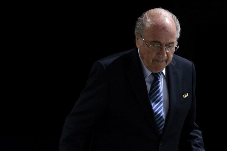 Encuentran pruebas que inculpan a Blatter por el pago de 1,8 millones de dólares que hizo a Platini