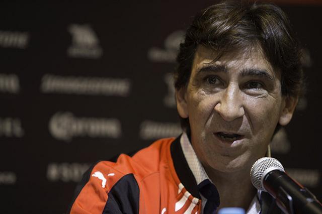 Gustavo Costas ironizó sobre le arbitraje en México
