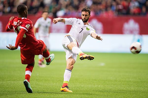 Layún dio dos grandes partidos ante Canadá.