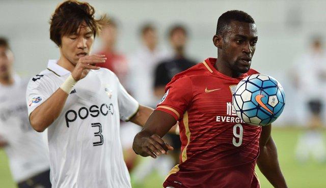 Jackson Martínez podría llegar al AC Milan la próxima temporada sin pagar por el fichaje al Guangzhou Evergrande, equipo chino dueño de su carta.
