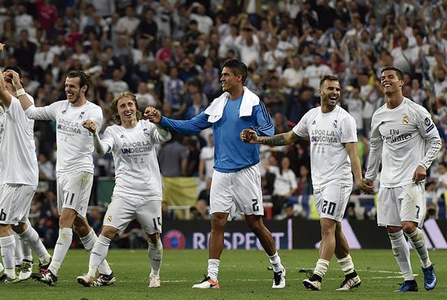 Raphael Varane, defensa del Real Madrid, estaría dispuesto a salir del equipo español por la falta de titularidad en los últimos partidos de Champions League.