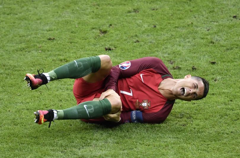 Cristiano Ronaldo jugó con la molestia en la rodilla hasta que el dolor fue insoportable.