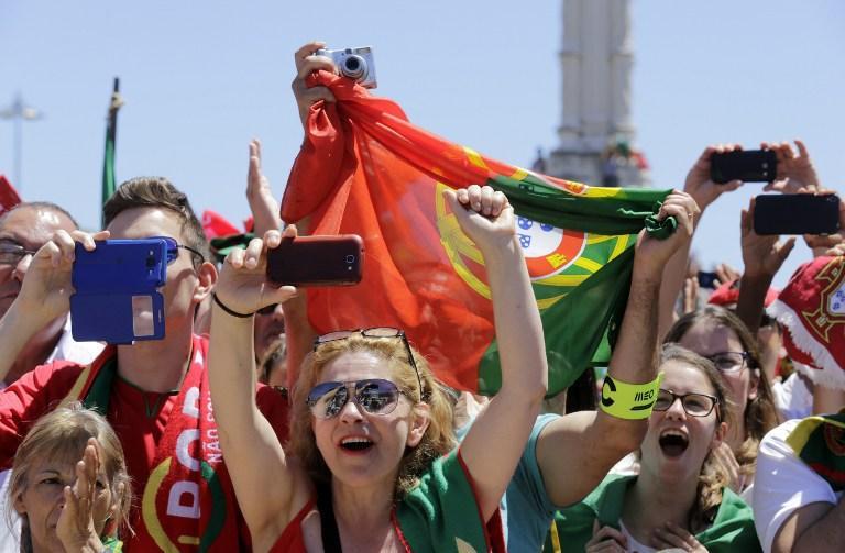 La Selección de Portugal compartió el trofeo de la Euro con su gente