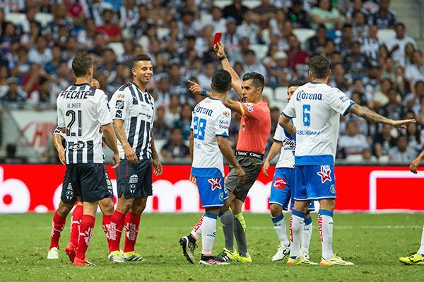 Edwin Cardona salió expulsado contra Puebla
