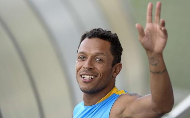 Adriano se va del Barcelona al Besiktas de Turquía.