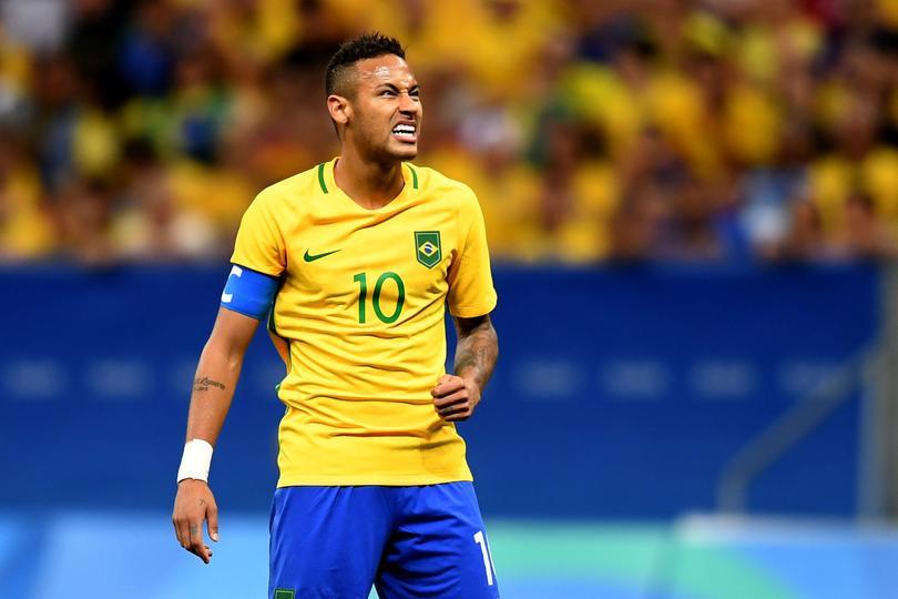 Neymar asegura estar feliz por ser comparado con Marta