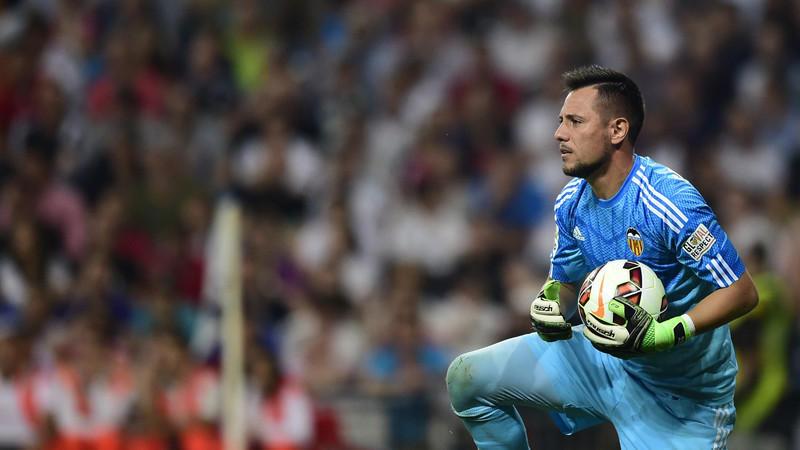 Diego Alves sería el elegido para suplir a Bravo en el Barcelona.