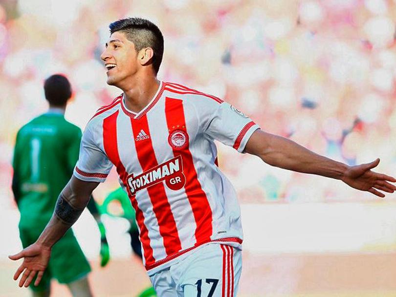 Alan Pulido saldría de Olympiacos.