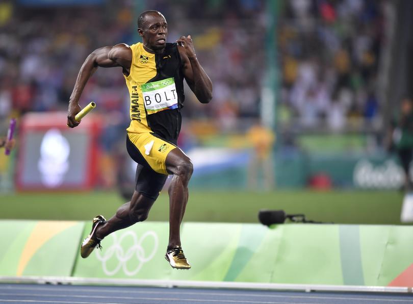 Una zapatilla de Bolt firmada fue donada