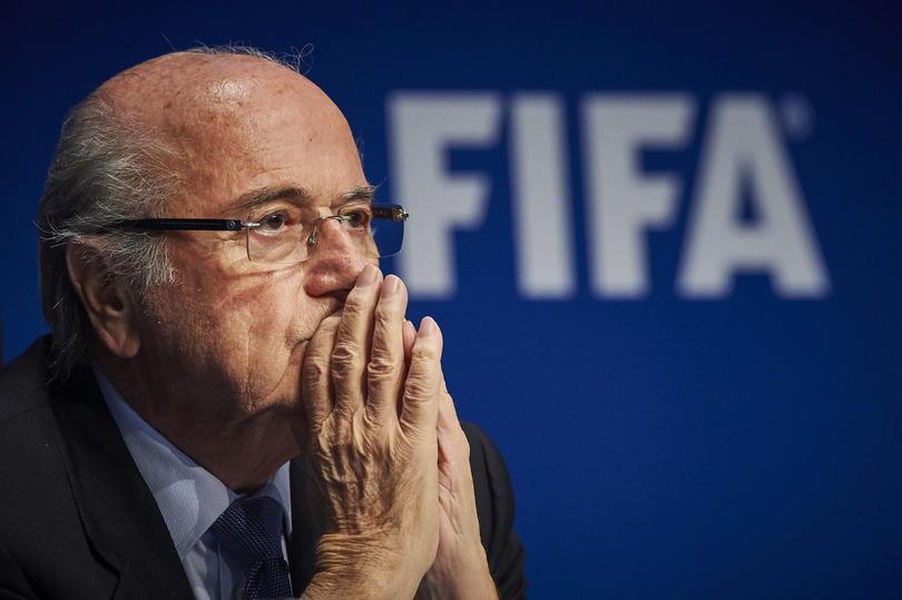A pesar de que Blatter terminó su relación con la FIFA, el comité de ética abrió una investigación formal por corrupción contra el exmandatario del organismo.