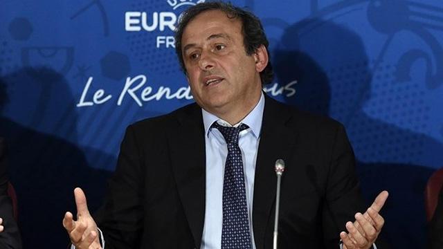 Platini en conferencia de prensa