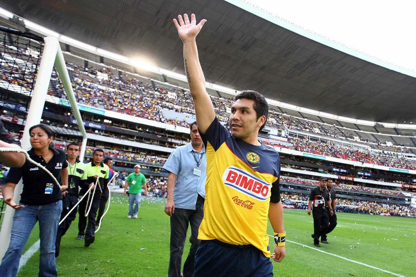 Cabañas regresa y se une a más leyendas para celebrar 100 años del Clásico del futbol mexicano.