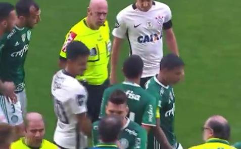 Héber Lopes volvió a la polémica al empujar a Dudu durante un partido entre Palmeiras y Corinthians