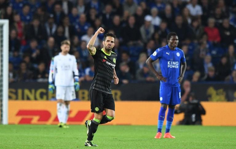 Cesc Fábregas celebra uno de sus goles al Leicester