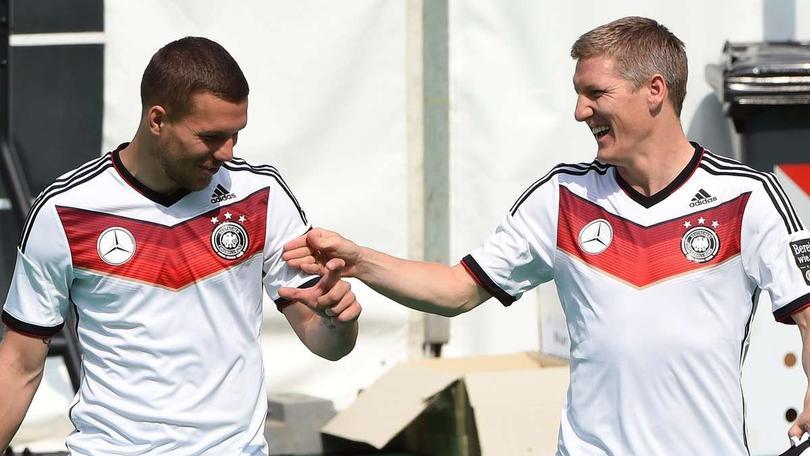 Lukas Podolski, excompañero de Bastian Schweinsteiger en el Bayern Munich y en la Selección de Alemania, criticó a José Mourinho, último entrenador de Schweni, por el maltrato que sufrió su amigo.
