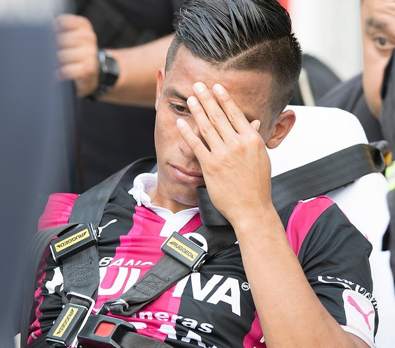 Sepúlveda salió lesionado del partido frente a Santos